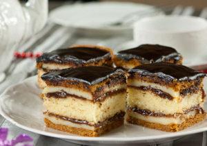 Prajitura cu miere marmelada si glazura de ciocolata