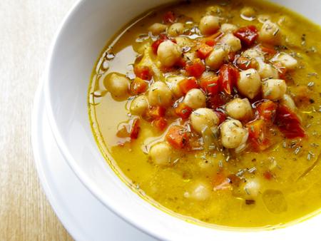 Supa de naut cu usturoi rozmarin si salvie