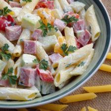 Salata de paste cu sunca si maioneza