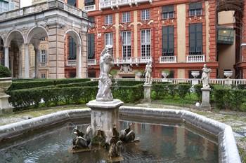 Muzeele din Strada Nuova Genova12