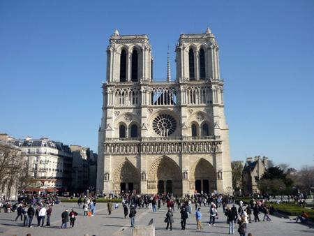 10 Locuri de vizitat gratuit in Paris Notre-Dame-de-Paris-1
