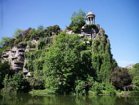 10 Locuri de vizitat gratuit in Paris Parc des Buttes Chaumont