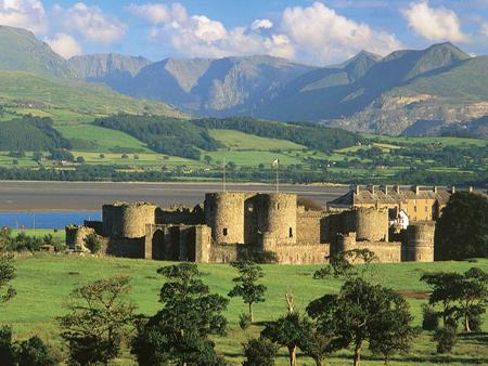 5 Castele medievale de poveste din Tara Galilor beaumaris