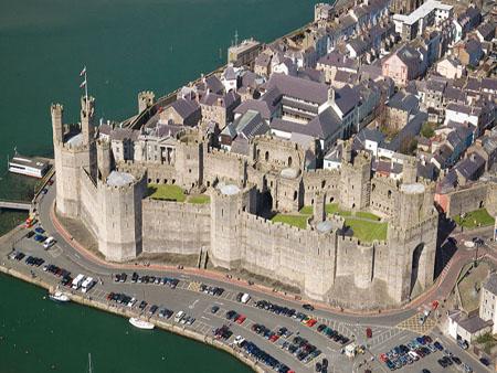 5 Castele medievale de poveste din Tara Galilor caerfarfon