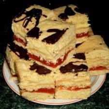 prajitura-cu-umplutura-de-mere-si-crema-de-vanilie-1