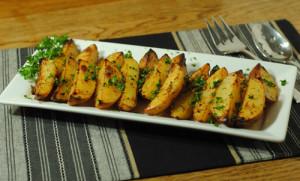 Cartofi wedges cu oregano si usturoi