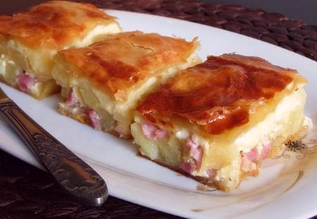 Placinta de cartofi cu bacon si branza
