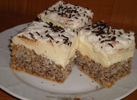 Prajitura cu nuci crema de vanilie si bezea