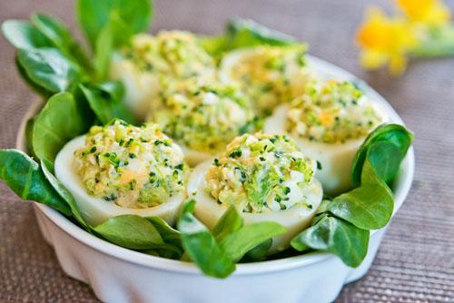Oua umplute cu broccoli