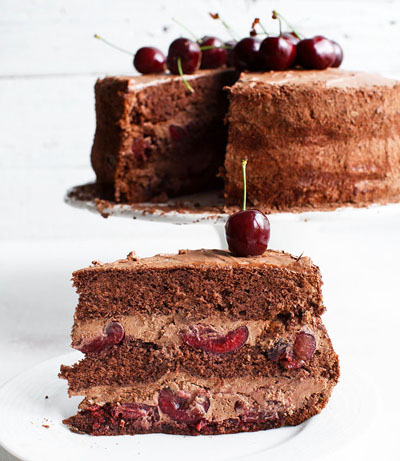 Tort cu blat de cacao mousse de ciocolata si cirese