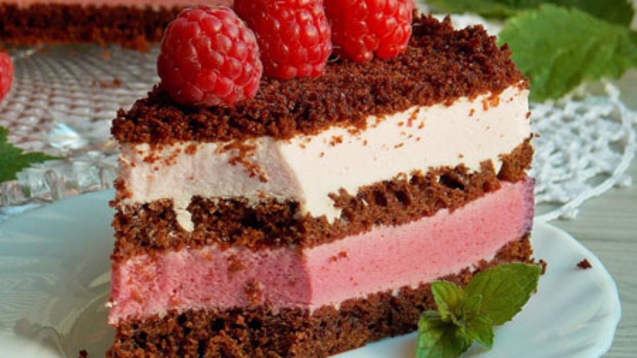Tort cu crema de iaurt si zmeura