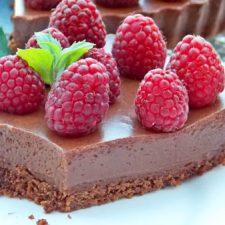 Tarta cu ciocolata si zmeura fara coacere