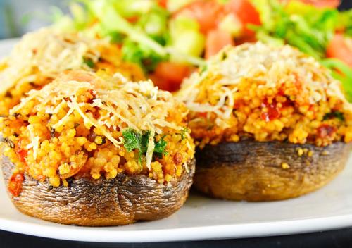 Ciuperci umplute cu couscous si legume