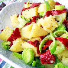 Salata de post cu cartofi ardei copti si praz